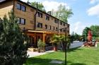 Hotel s venkovní restaurací